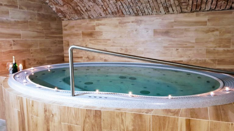 Rodinný balíček léto 2019 – vířivka a sauna!